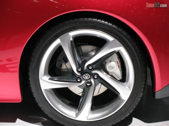 rear ft86 wheel - Toyota FT-86 concept rear rear wheel, brake caliper by advics and secondary handbrake caliper photo at Geneva Motor show 2010