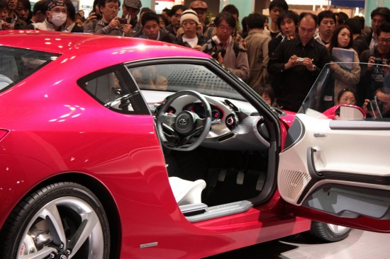 Tokyo Motor Show 2009 Toyota Ft-86 concept presentation, side show, presentation, door open
