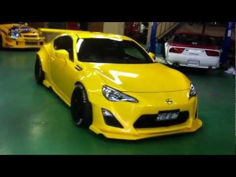 ROCKET BUNNY BEE RACING SUBARU BRZ